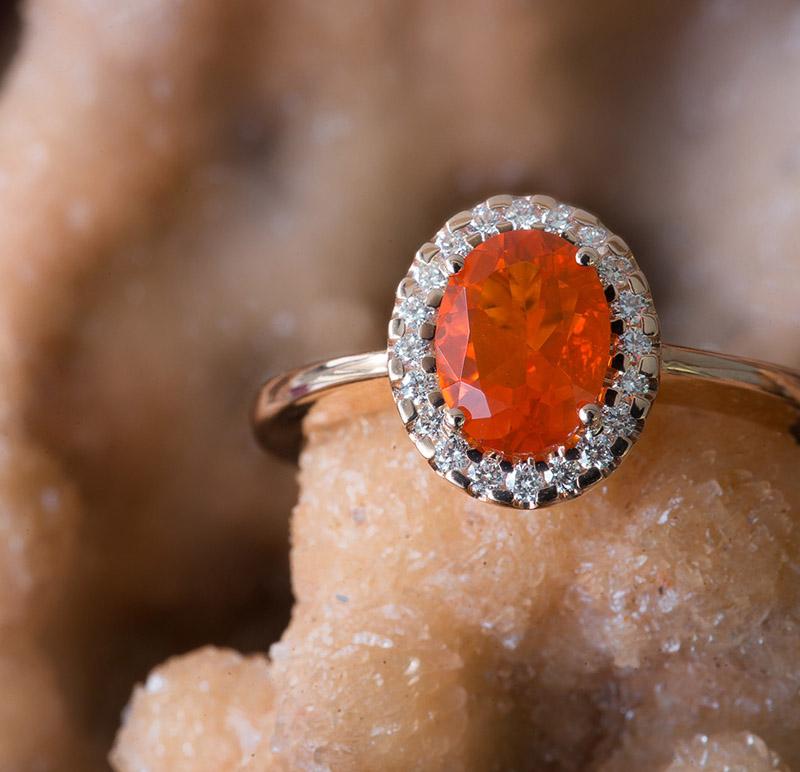 Richard-hans-Becker-Vintage, Ring, Feueropal, mit Hintergrund